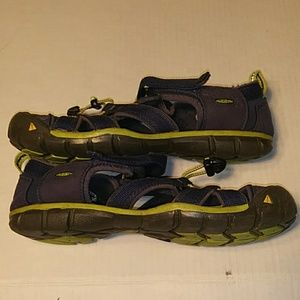 KEEN WATERPROOF BLUE SIZE 6 SANDALS